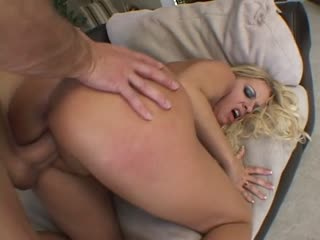 Blonde babe Riley Evans fucked in her horny pussy