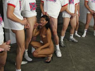 Emy Reyes gets a cumbath