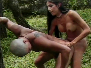 Dude gets analed by a tgirl in the park