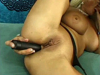 Hot mature slut Claire warms up her cunt before getting it fucked