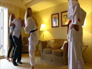 Multi-Woman Beatdown On Mat