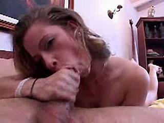 Hottie Sarah gives throat fuck