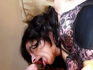 Amateur tranny gets facial