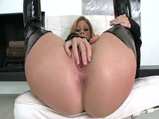 Brooklyn plays with her beautiful pussy