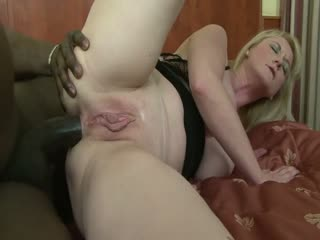 Blonde MILF takes it up the ass