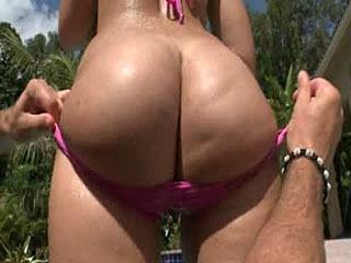 Nikki shows off her amazing ass