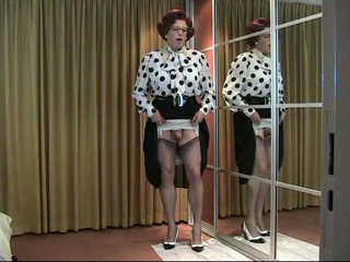 Polkadots, pearls and poppers
