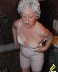 Amateur granny going wild