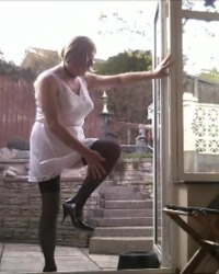 Slip blanc sur le patio 1