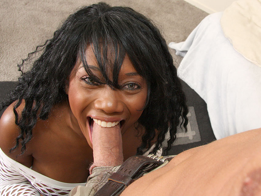 Black hottie gets throated