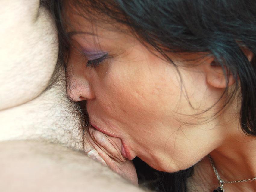Bitch pleasing a lucky guy