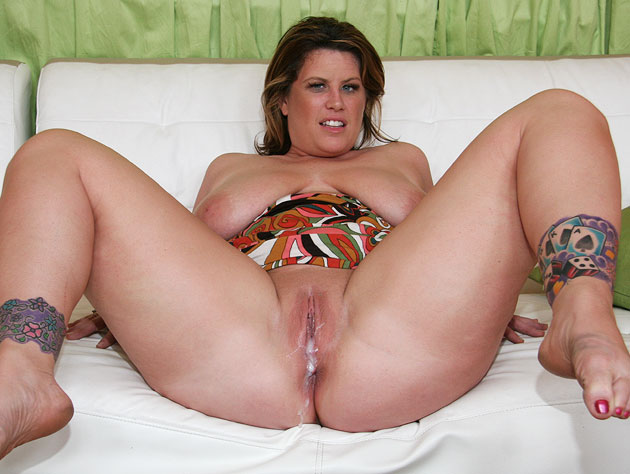 Massive load dropped in her pussy