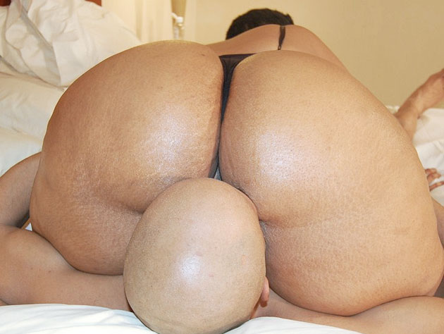 Voluptuous Chick Shows Her Assets