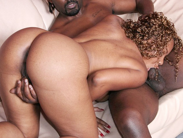 Hot & nasty whore goes for the balls