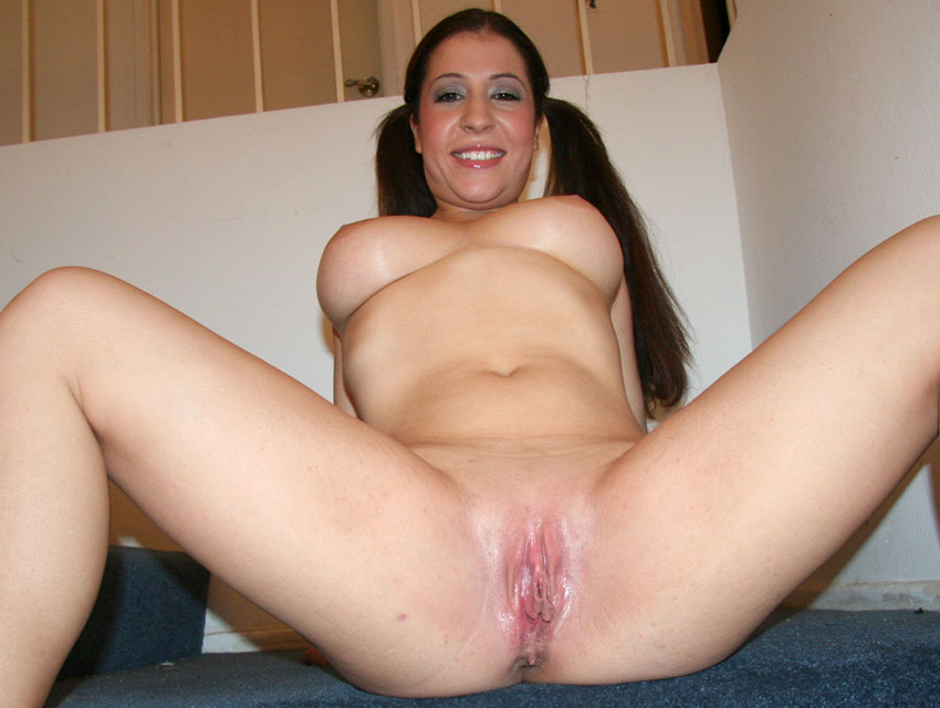 Charlie Lace spreading her legs