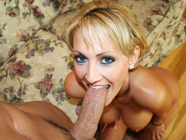 Deepthroating is her specialty!