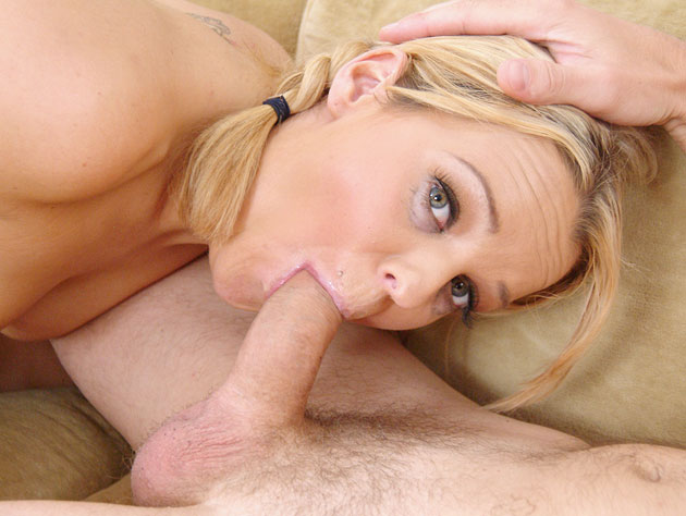 Perfect blonde and a perfect blowjob