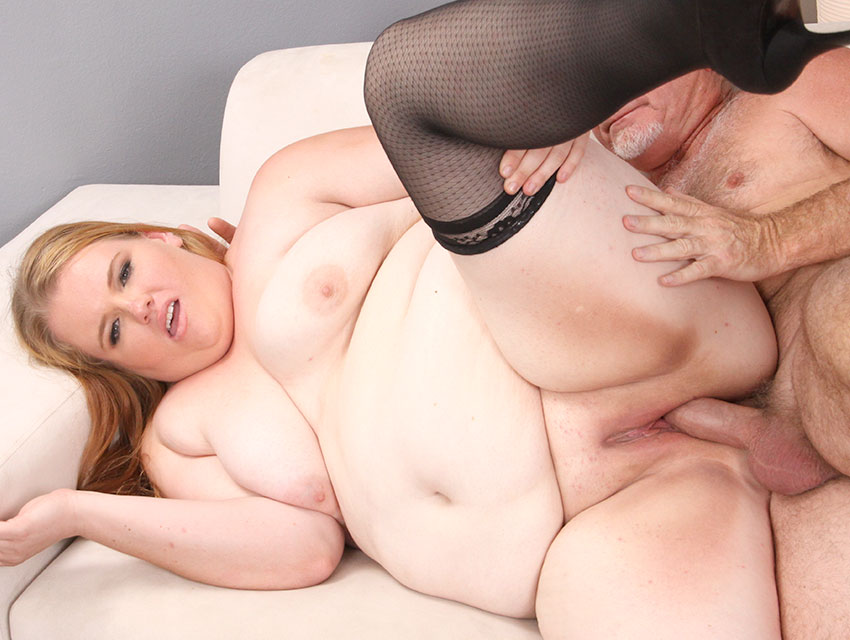 Fat girl nailed in her poon
