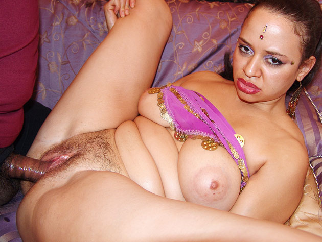 Sexy Indian Babe Spreads Wide For The Camera
