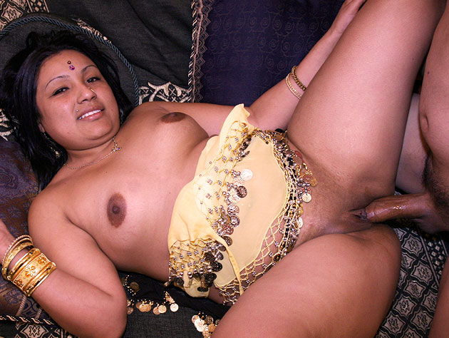 Indian Honey Gets Her Pussy Pumped