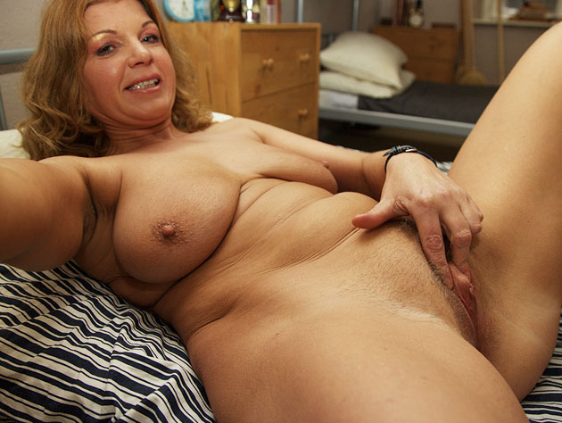 Seductive Old Chick Is Ready For Cock