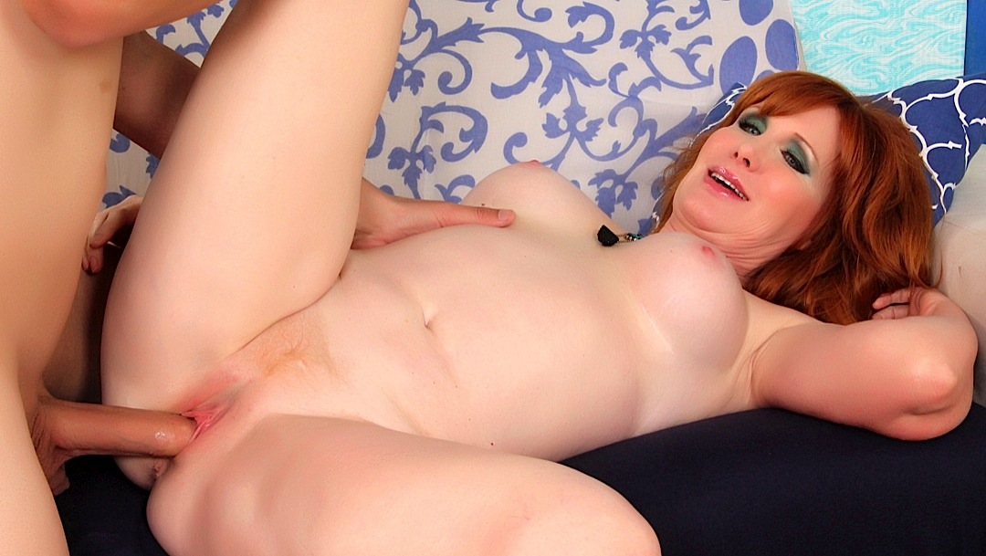 Redhead with big tits form blindate