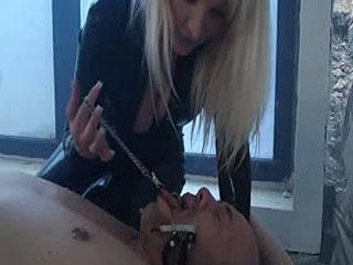 She Loves To Dominate Her Slave