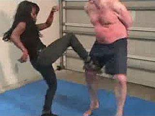 Moriah And Goldie Ballbusting