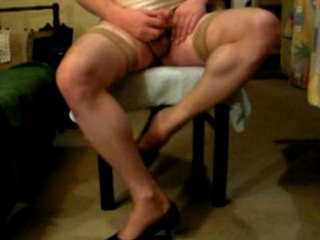 Cam strip-show (ends up by splashing)