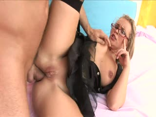 Blonde milf loves anal