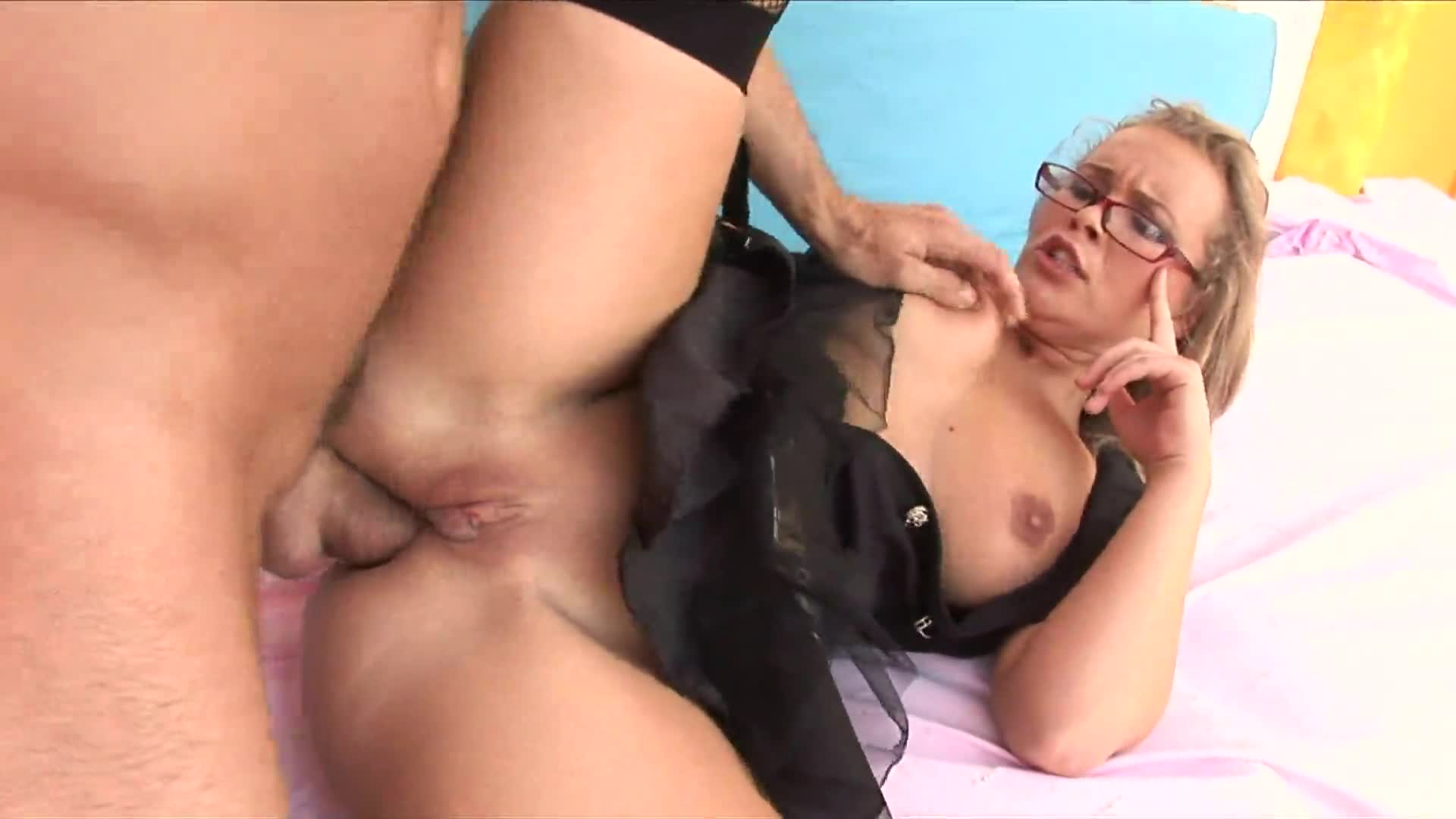 Milf loves anal blonde