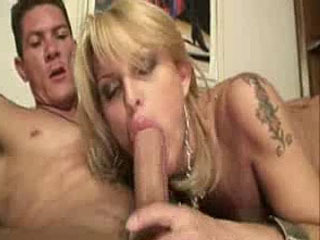 Latino Giving Shemale His Cum