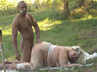 Mature Plumper Enjoys Nasty Outdoor Banging
