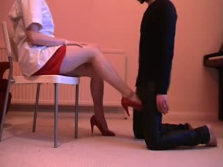 Ballbusting In Rode Hoge Hakken Door Lady Patent