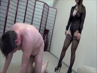 Brutal Domina Destroys Slave Nuts