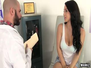 WANKZ- La Sensibilisation Au Cancer Du Sein Peut Etre Sexy