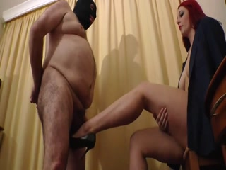 Dominatrix Crushes And Smashes Slave's Balls