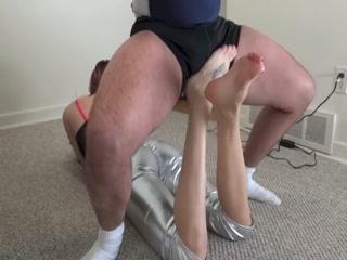Ballbusting Feet