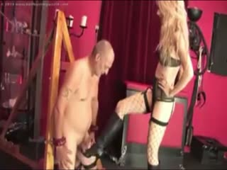 Lovely Ballbusting Kicks (Bottes En Cuir + Blonde)