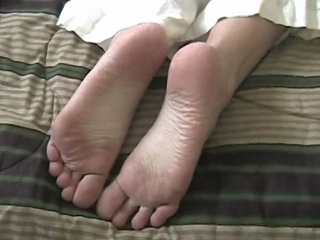 Aliese Parades Her Sexy Bare Feet