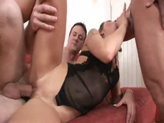 Seductive Woman Gets Her Pussy Hole Stretched Out