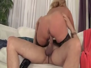 Mature Woman Is Fucked By  Fat Dick
