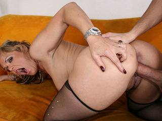 Horny cougar Kelly Leigh filled with a massive load
