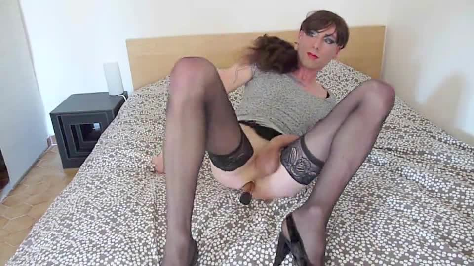 anal masturbation crossdresser in nylons