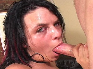 Jessy Juice gives an extreme throatjob