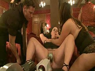 O Piso Superior: Linha Fina Entre Arte E Sex 2 Jogar Party
