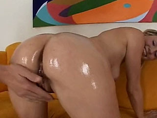 hot skylar shows off her nice ass to get banged