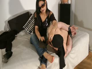 feet en heel clean by bound slave - part 3/3