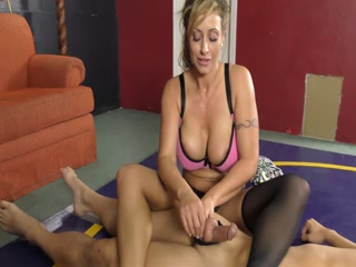 Gorgeous Lady With Big Oiled Tits Has Fun With Her Man