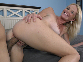 Roxy Lynn gets a cum load dropped in her pussy